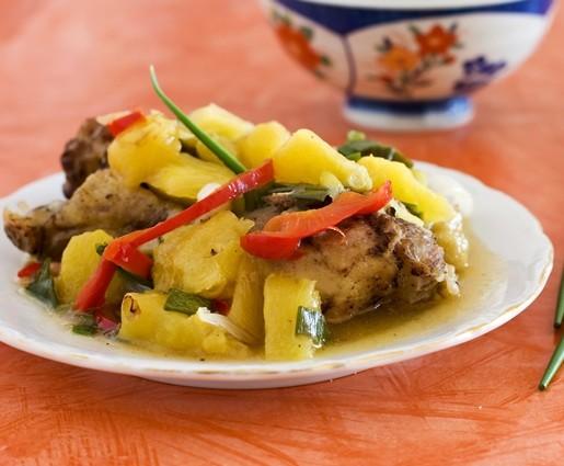 vistiena su ananasais
