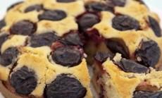 pyragas su dziovintomis slyvomis