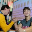 Aktoriui Mindaugui Papinigiui – pasaulio rankų lenkimo čempionės iššūkis