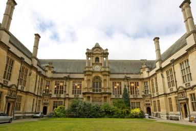 D britanijos miestas kuriame yra garsus universitetas