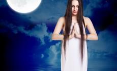 """""""mėnulis ir mergina"""""""