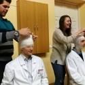 """Komiško serialo """"Rezidentai"""" aktoriai egzaminavo medicinos studentus"""