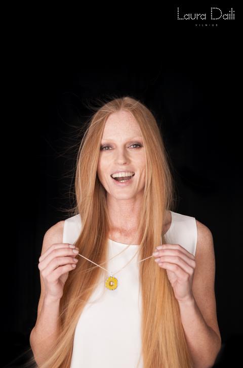 Laura Daili 'Blossom' jewelry, model Rasa Ciune, foto Dalia M Photography 4 (Small)