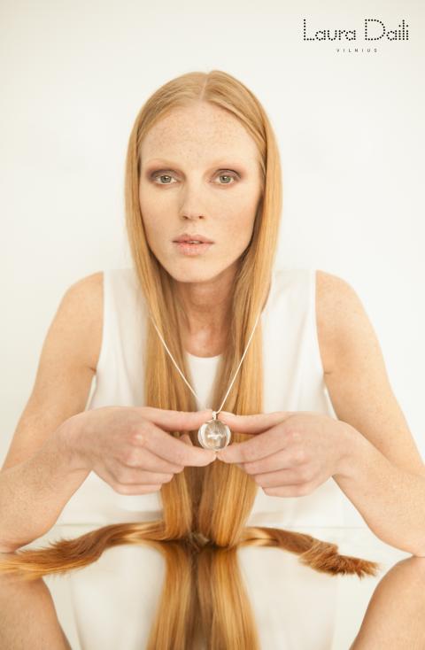 Laura Daili 'Blossom' jewelry, model Rasa Ciune, foto Dalia M Photography m1 (Small)