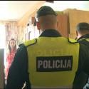 Įsisiautėjusį keturių vaikų tėvą ramino policijos pareigūnai