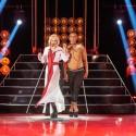 """""""Liūdnų slibinų"""" narė A. Lasytė scenoje pasirodė su apatiniais ir pusnuogiu šokėju ant aukštakulnių"""