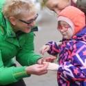Olimpinę čempionę sujaudino sunkiai sergančią mergaitę auginančios mamos stiprybė