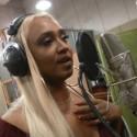 """Dainininkė Berneen: """"Iš dainavimo Katare, kuriame manęs niekas nežino, uždirbu daugiau"""""""