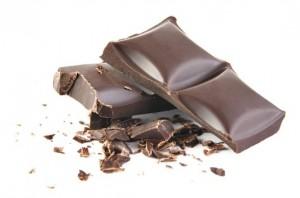 sveikatos juodasis šokoladas apsaugo nuo širdies ligų