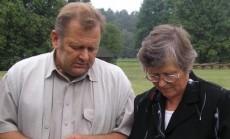 Onkologas, fitoterapeutas Juozas Ruolia konsultuoja Janiną, kokius augalus geriausia panaudoti stiprinant onkologinėmis ligomis sergančių žmonių sveikatą