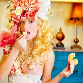 stilinga moteris valgo spurgą