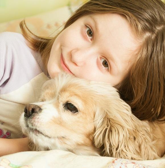 vaikas ir šuo