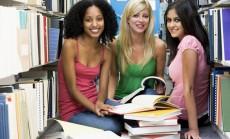 studentės bibliotekoje