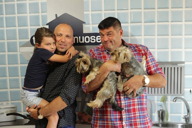 TV3_Tetis_namuose_Dalyviai_Ziogai_su_vedeju_Cololo