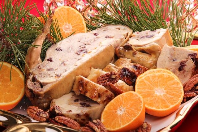 Receptas_Įdarytas viščiukas su džiovintomis spanguolėmis ir graikiniais riešutais