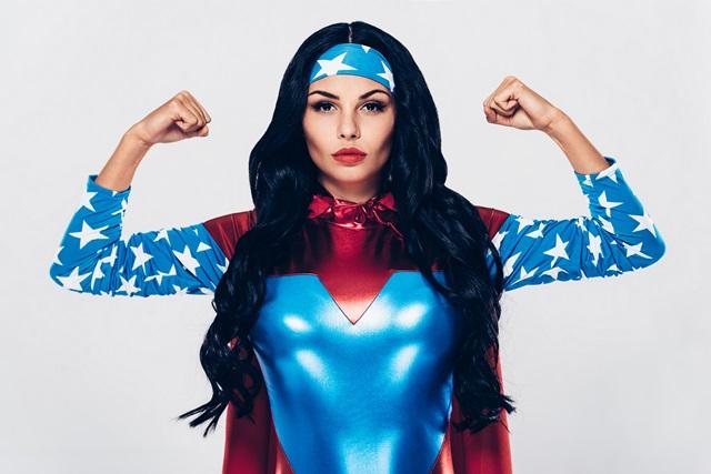 """stipri moteris"""
