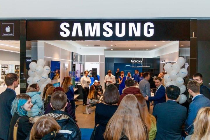 Samsung parduotuvės atidarymas Kauno Akropolyje (Small)