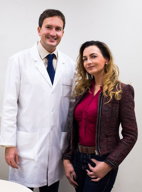 Jurga-Anusauskiene-ir-akiu-mikrochirurgas-med-dr-Paulius-Rudalevicius (Small)