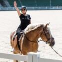 Šefės I.Juciūtė patyrė nemenką išgąstį – filmavimo aikštelėje buvo priversta joti arkliu