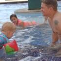 Deivis vaikų priežiūros išbandymo atostogose neišlaikė: kartu maudėsi vaikiškame baseine, bet pasirūpinti pietumis – pamiršo