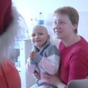 Onkologinėmis ligomis sergantiems vaikams – maloni Kalėdų Seneliu virtusio A. Stonio staigmena