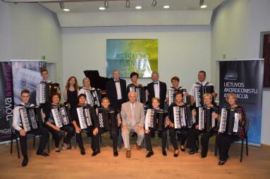 Jungtinis mokytojų akordeonistų orkestras. Vadovas prof. Ričardas Sviackevičius