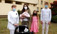 Sabina Ovzdej su vaikais ir gyd Kornelija Mičiulienė_800x450