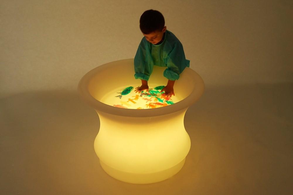 sviesos-smelio stalas