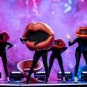 Itin seksualios kaukės – Lūpų – pasirodymas scenoje įžiebė komisijos aistras: mus žiauriai troškina